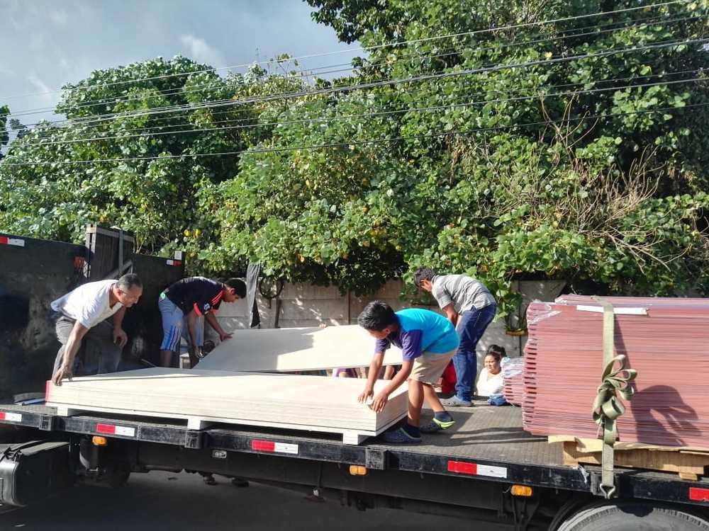 Bouwmaterialen aangekomen in El Salvador
