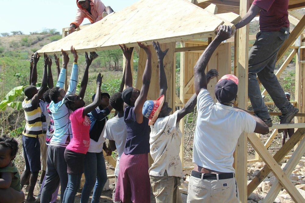 HomePlan bouwt 10 huizen in Trou Gilot, Haïti